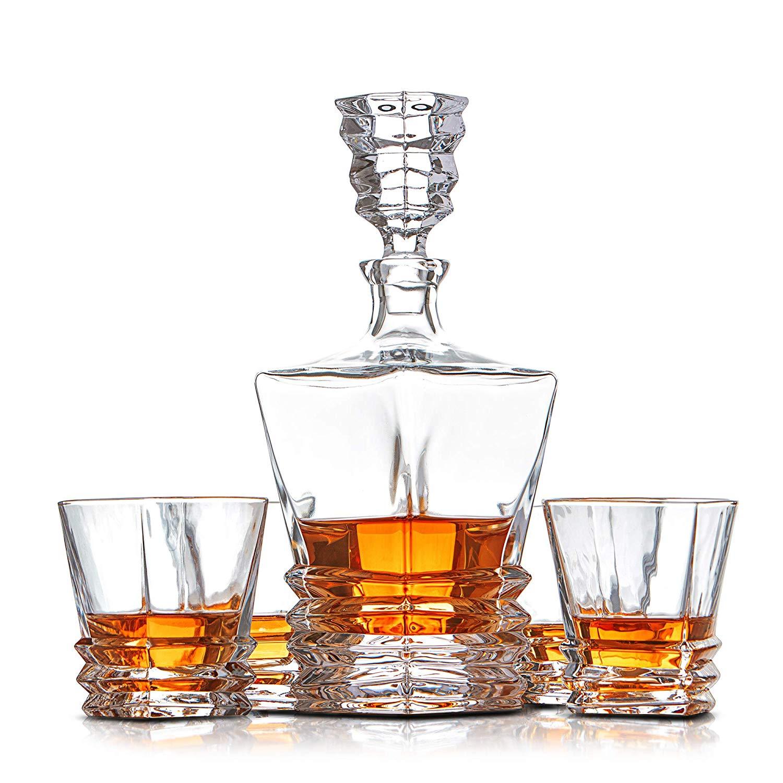 Whisky Dekanter und Whiskygläser