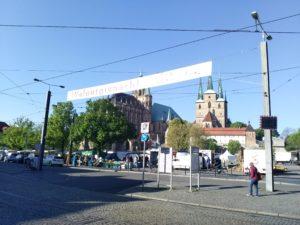 Maifeuer Walpurgisnacht 2019 mit Dom und Severikirche von Erfurt im Hintergrund