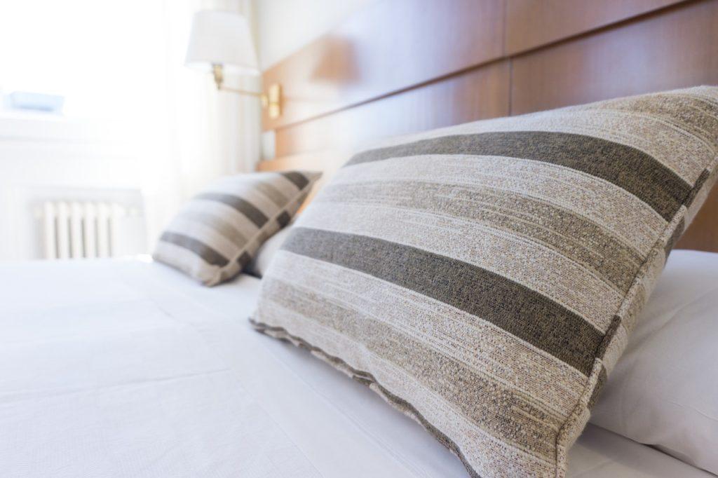 Ein günstiges Bett 140x200 mit Matratze und Lattenrost Online kaufen