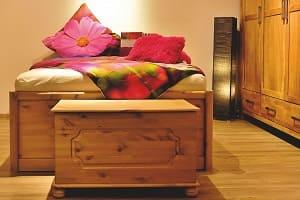 Bett mit Aufbewahrung, Betten mit Truhen, Truhe, Holzbett
